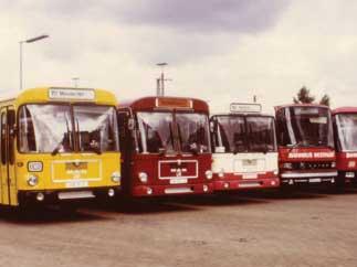 Bunte Bahnbusparade