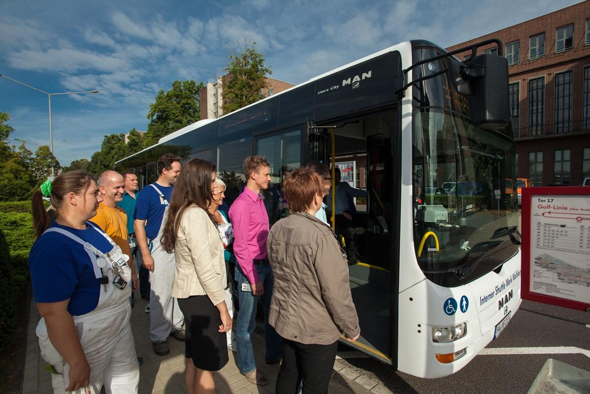 Werksverkehr, Einstieg in den Bus